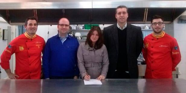 Firma JRE España y la Roja de cocina
