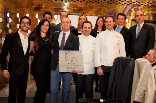 Miembros de la junta JRE con los nuevos asociados: Xavier Sala, de Café 1907 (Barcelona) y los hermanos Gómez Monedero, de Palio (Ocaña, Toledo)